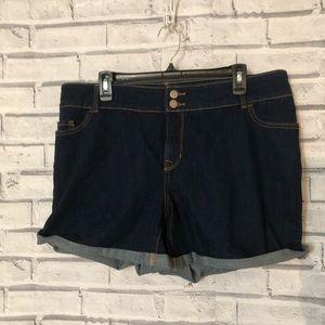 Old navy denim shorts 😎